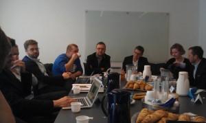 Indholdet af en kommende digitaliseringsstrategi diskutteres over en kop kaffe i Digitaliseringsstyrelsen